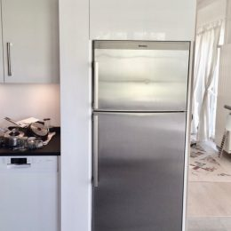 Création de rangements autour du frigo